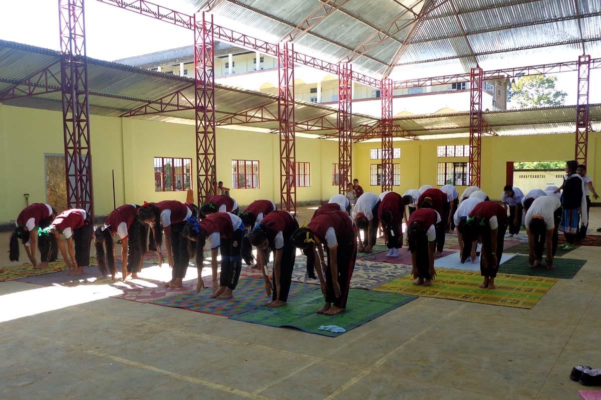 Yoga-class-indoor-stadium